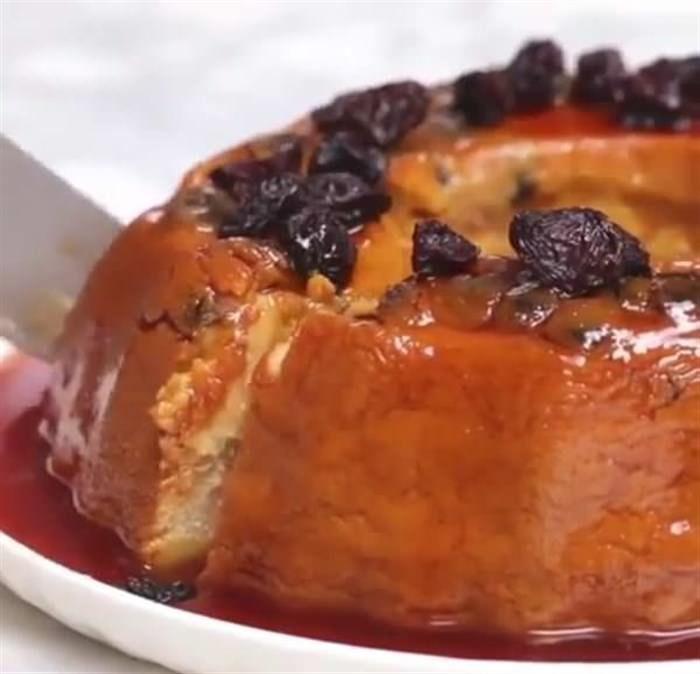 Κοινοποιήστε στο Facebook Ναι κι όμως. Το ψωμί του τοστ μπορεί να είναι ένα από τα κυρίαρχα υλικά για την δημιουργία ενός κέικ. Και μάλιστα ενός από τα πιο ωραία που έχετε δοκιμάσει μέχρι σήμερα. Τι; Δεν μας πιστεύετε; Δείτε...