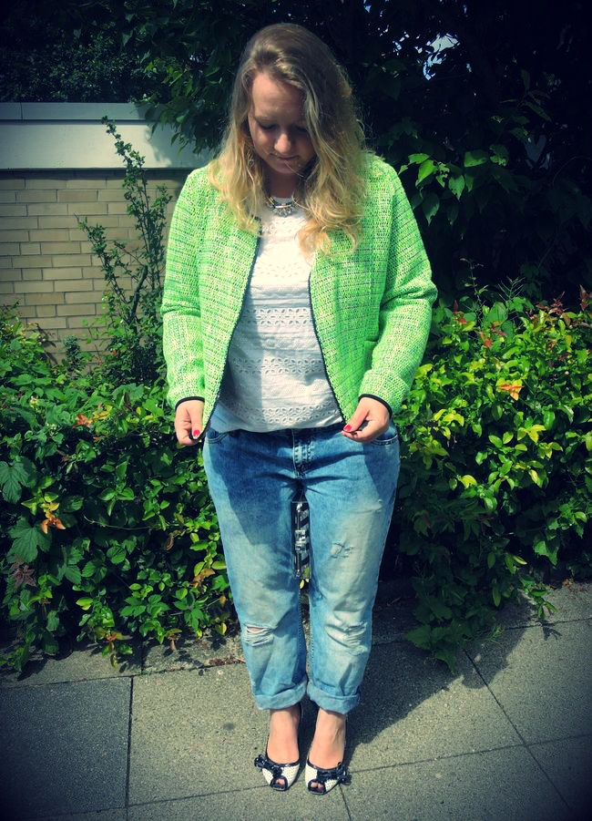 #Neon #Tweed #jacket #via appia #due b2 #Shirt #belt #Primark #Acid #washed #destroyed #boyfriend #Jeans #River Island #Clear #transparent #clutch #Zara #Black #White #peeptoes #Allegra #Statement #necklace #HundM #curvy #curve #girl #women #woman #fat #big #fashion #mode #blog #life #lifestyle #plus #size #plussize #Übergrößen #dick #frau #frauen #kurven #kurvig