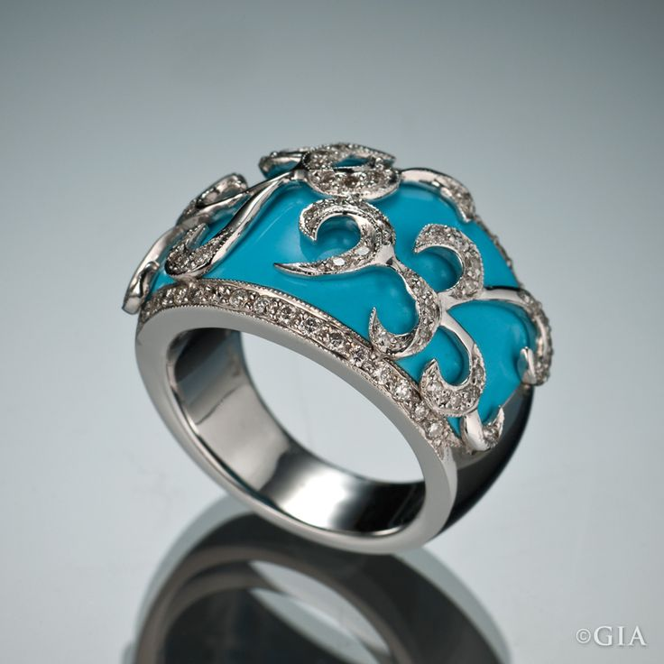 White gold ring set with diamonds and turquoise from the Sleeping Beauty mine in Arizona. Image courtesy of Andrew Sarosi. GIA (121214)