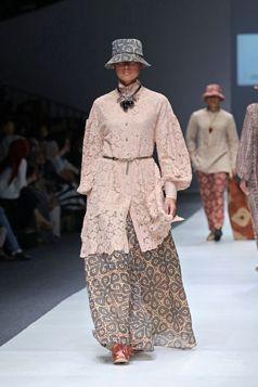 Tunic W/ Longskirt - Etnic #Kalimantan | Itang Yunasz S/S Collection in Jakarta Fashion Week 2016. www.itangsz.com