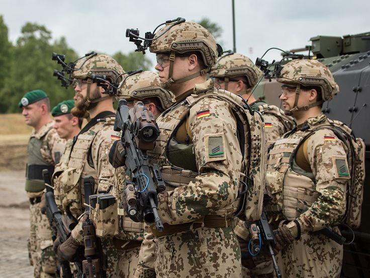 German Panzergrenadiergruppe in front of their Puma IFV [1024  768]