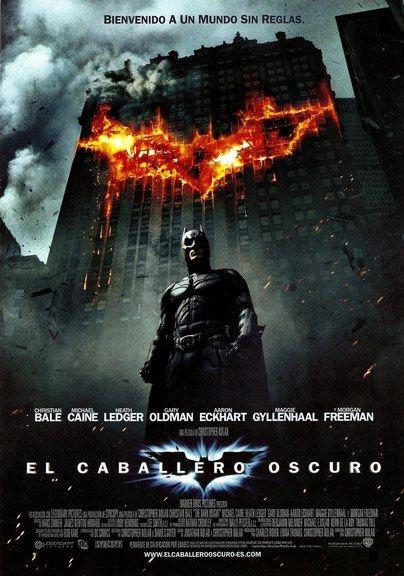Batman regresa para continuar su guerra contra el crimen. Con la ayuda del teniente Jim Gordon y el Fiscal del Distrito Harvey Dent, Batman tiene como objetivo destruir el crimen organizado en la c…