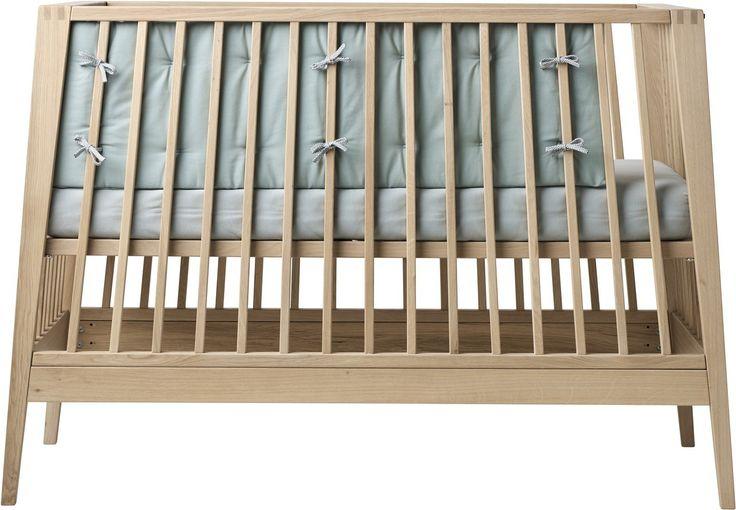 Leander Linea Babybett-Nestchen in Hellblau passt perfekt zum Leander Babybett. Hochwertige Verarbeitung, damit sich Dein Kind im eigenen Bett wohlfühlt. :)