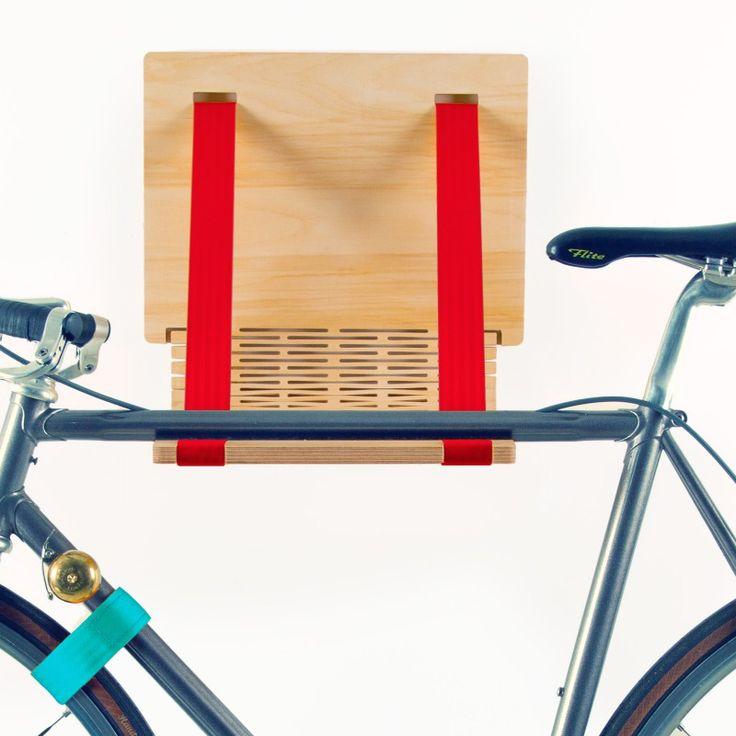 Wer sein geliebtes Velo nicht den Winter über im Keller verstecken möchte, für den bieten sich mittlerweile viele schöne wie praktische Möglichkeiten sein Fahrrad in der Wohnung vor Wind, Wetter und Langfingern zu schützen. Möbel dienen nicht nur zur Aufbewahrung von Büchern, Kleinkram und HiFi-Geräten, sonndern eben auch von Fahrrädern. Mikili aus Berlin fertigen eben dort in einer Tisc ...