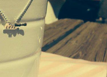 Les Colliers les Ronds de LolA des bijoux fins réalisés sur mesure. Collier étoile ou anneau, des Bolas de grossesse... - Les Colliers et ras du cou sont réglables et peuvent être personnalisés sur demande - Les bijoux Les Ronds de Lola des créations originales - Créateur Français dans les Hautes Alpes à Serre Chevalier.
