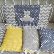 Купить или заказать Бортики в кроватку в интернет-магазине на Ярмарке Мастеров. Очень удобные бортики подушечки, которые благодаря тому, что они двусторонние (одна сторона с аппликацией вторая из основной ткани комплекта) и их можно переставлять между собой, помогут создать разное настроение :) Бортики подушки легко стирать. Заказать можно как 6 подушечек (на пол кроватки), так и 12 на всю кроватку.