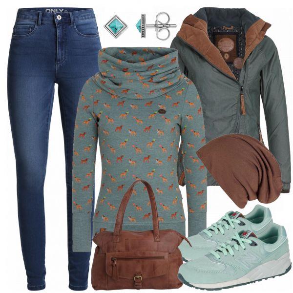 Freizeit Outfits: LovelySweater bei FrauenOutfits.de ___ Dieses schöne Outfit rund um die coolen Sneaker ist ein echter Eyecatcher. Das Outfit eignet…