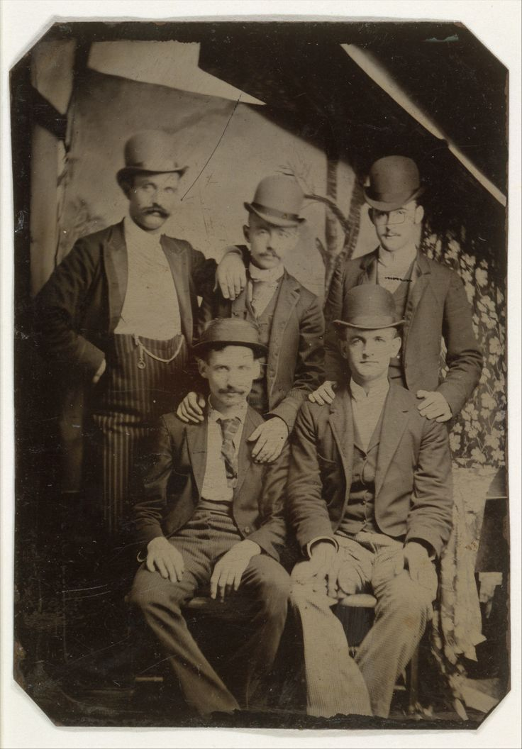 Five members of the Wild Bunch: Kid Curry, Bill McCarty, Bill (Tod) Carver, Ben Kilpatrick, and Tom O'Day. c. 1892