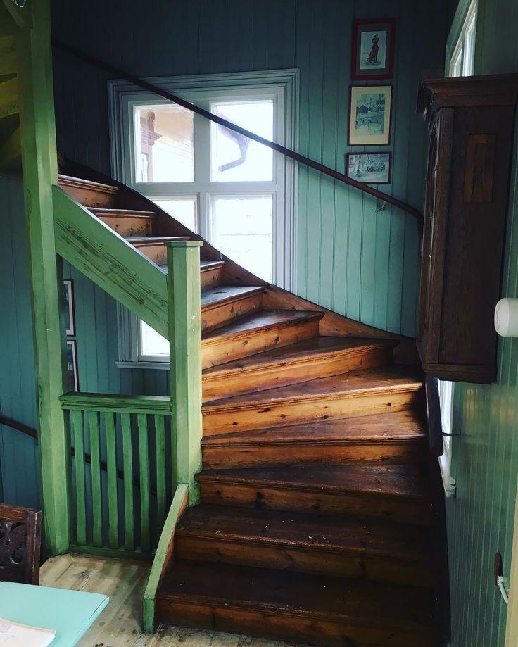 """416 gilla-markeringar, 16 kommentarer - c/o Fröken Schram (@cofrokenschram) på Instagram: """"-Såpskurad svinsmutsig trappa. Känns doften ända hem till dig? #varsamrenovering #renoveringsdamm…"""""""