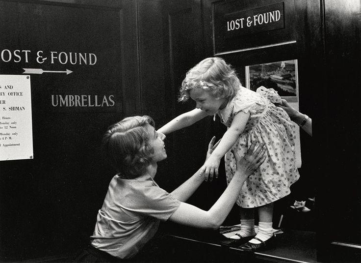 Enfant perdu dans un grand magasin, New York, États-Unis, 1955