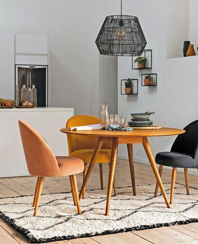 Une Jolie Chaise En Tissu Pour La Salle A Manger Shake My Blog En 2020 Table Salle A Manger Tapis Style Berbere Fauteuil De Table