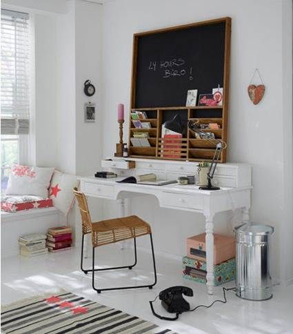 Charming Desk Ideas For Small Spaces 4