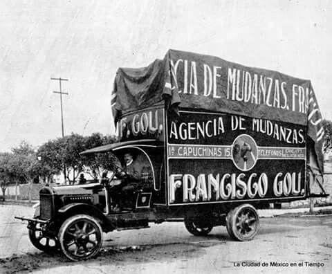 """Imagen del flamante camión de la Agencia de Mudanzas Francisco Gou en 1921. Esta compañía, hoy bajo el nombre de """"Mudanzas Gou"""", fue fundada en 1900 y se mantiene hasta la actualidad."""