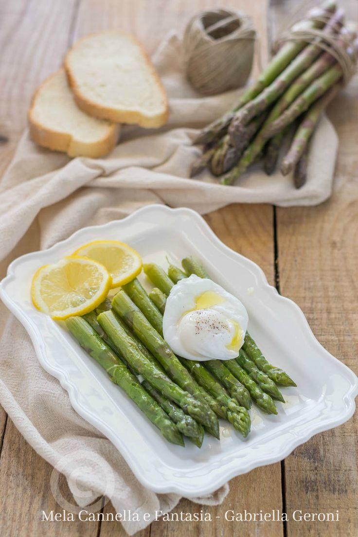 #asparagi al #burro con #uova in camicia, una #ricetta semplice, economica leggera e super veloce, perfetta per restare in forma! #yummy #recipes #ricette #food #blog #tasty #italy #giallozafferano