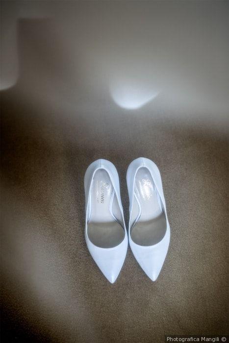 Scarpe da sposa modello décolétte a punta color bianco ghiaccio