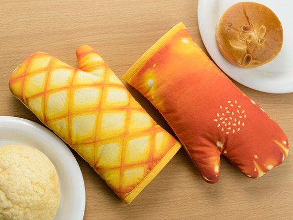 今までなかったのが不思議!! クリームパンやメロンパンの形のキッチンミトンが食べちゃいたいほど美味しそう♡   Pouch[ポーチ]