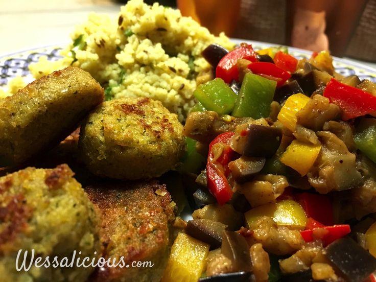 Nieuw recept: Koriander-komijn couscous met falafel:  Couscous is een prima vervanger voor de rijst, aardappelen of pasta bij het avondmaal. Je kunt er heerlijke salades mee maken, maar ook warm is het ontzettend lekker. Ditmaal kruiden we de couscous met verse koriander en grove komijn, lekker vol smaak en ideaal bij falafel.  http://wessalicious.com/koriander-komijn-couscous-met-falafel/