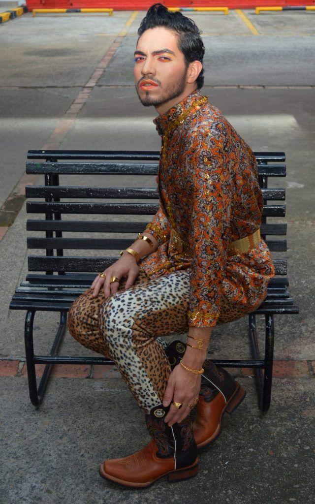Historia, moda, cine y más para conmemorar el orgullo LGBTQIA+. | SHE ON FASHION Greenwich Village, Drag Queens, Lgbt, Colors, Pride Parade, Lesbians, Movies, Historia, Colour
