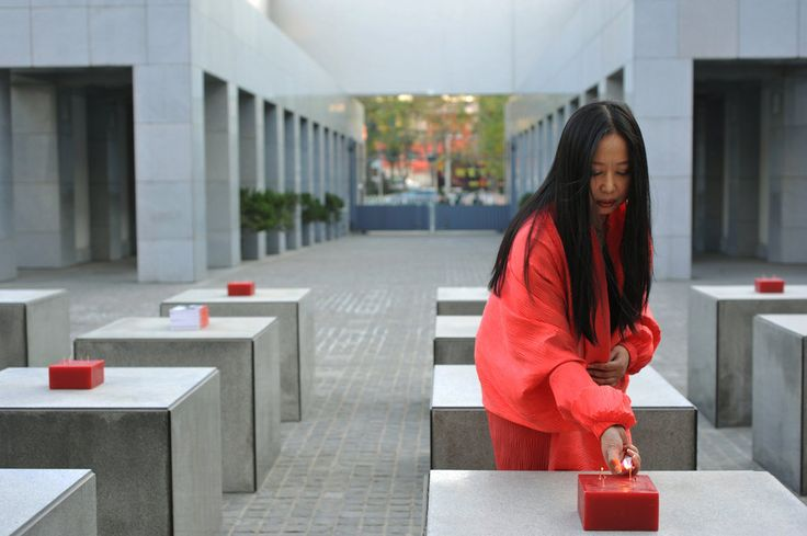 Bringing a Woman's Touch to Chinese Art Scene - The New York Times