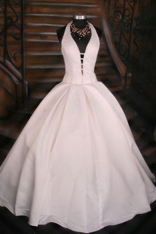marilyn monroe wedding dresses........IM SAYIN YES TO THIS DRESS!!! :))