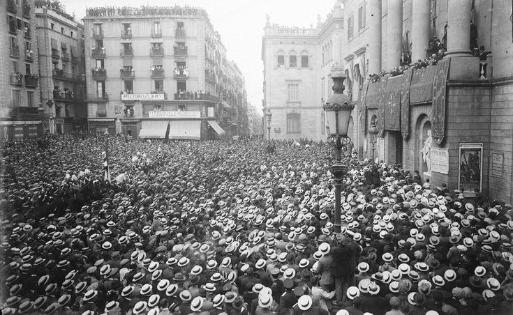 Plaza Sant Jaume 1911 La fabrica de sombreros se forró ese año.