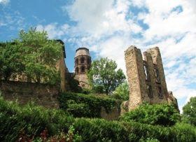 Parmi les « Plus Beaux Villages de France », Lavaudieu s'est développé autour de l'abbaye bénédictine fondée en 1057 par le premier abbé de La Chaise-Dieu, Robert de Turlande.  Découvrez Lavaudieu en Auvergne : http://www.auvergne.fr/article/lavaudieu