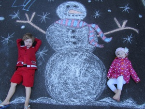 Christmas sidewalk chalk idea! Would make a great photo for Christmas cards!