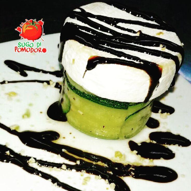 Queso cammebert con manzanas, calabacín y reducción de vinagre balsámico ¡Para sorprender! #SugoDiPomodoro #Nutrición #Recetas #FoodPorn #Tasty #ClasesDeCocina #Gastronomía #Cocina #SugoDiPomodoroCocina #CocinaParaPerezosos #QueHacerEnMedellin