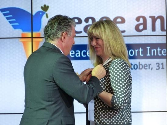 Joel Bouzou awards Serbia's Seznana Samardzic Markovic with a Peace and Sport ambassador pin. (ATR/Panasonic Lumix) Add Around The Rings on www.Twitter.com/AroundTheRings & www.Facebook.com/AroundTheRings for the latest info on the #Olympics.