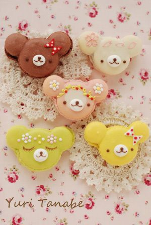 love the flowered headband on the pink bear... er.. macaron.. :)