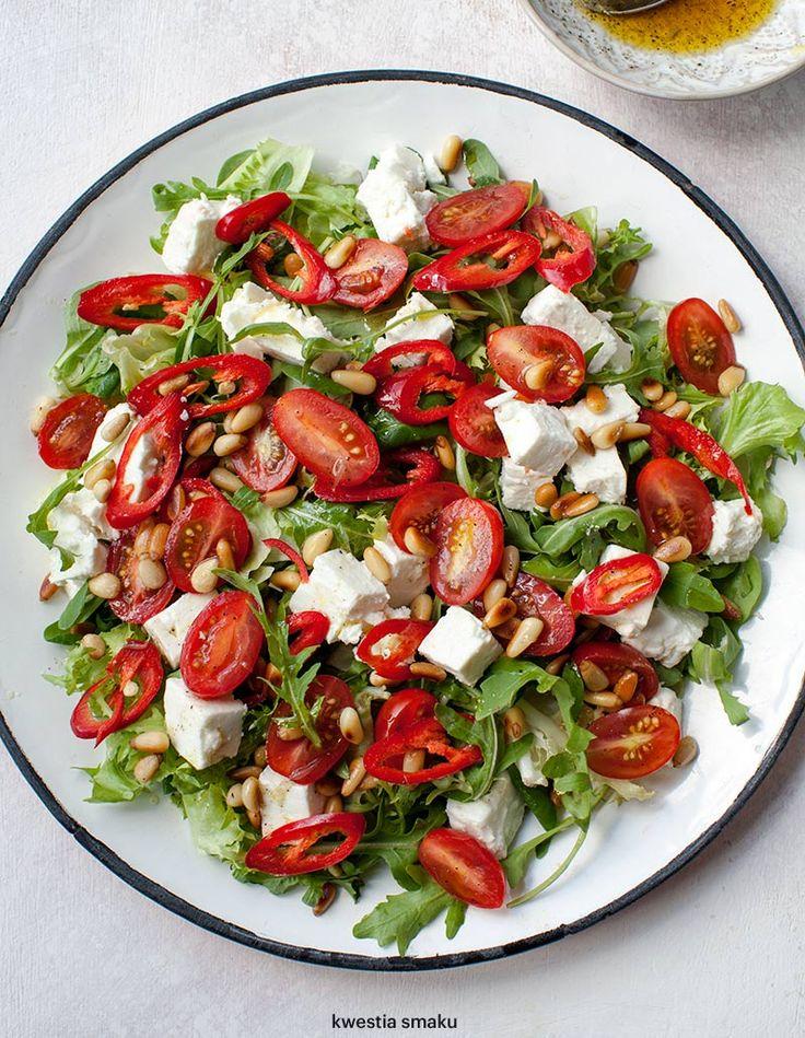Sałatka z fetą, pomidorkami i chili | Kwestia Smaku