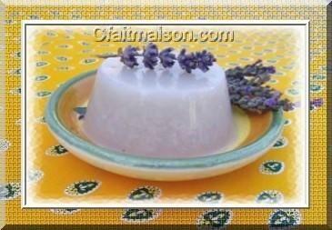 Dessert à la lavande gélifié.