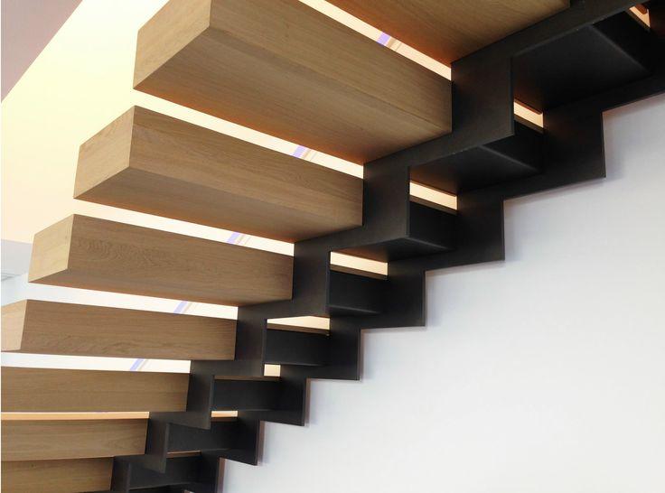 Escalera abierta recta con zancas laterales KESSON KES003 Colección Kesson by…