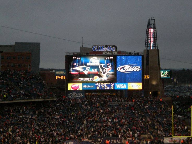 My boyfriend took this pic the last time the Patriots played the Texans in a Divisional playoff game, which on 1/13/13..Patriots won 41-28..would love to see the same score tonight!!