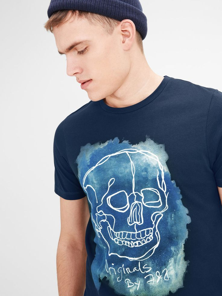 Graphic cool skull print on a dark blue t-shirt | JACK & JONES