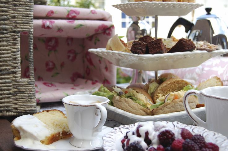 Pettigrew Tea Rooms.  Located in Bute Park's crenelated 19th-century gatehouse, the service matches the building's Victorian charm, with staff in smart white aprons providing endless supplies of scones, cakes and cucumber sandwiches. Complement your meal with a cup of Lavender Grey, a Provence lavender and Earl Grey mix. #teatime #tea #cardiff #british #afternoontea #parkinn