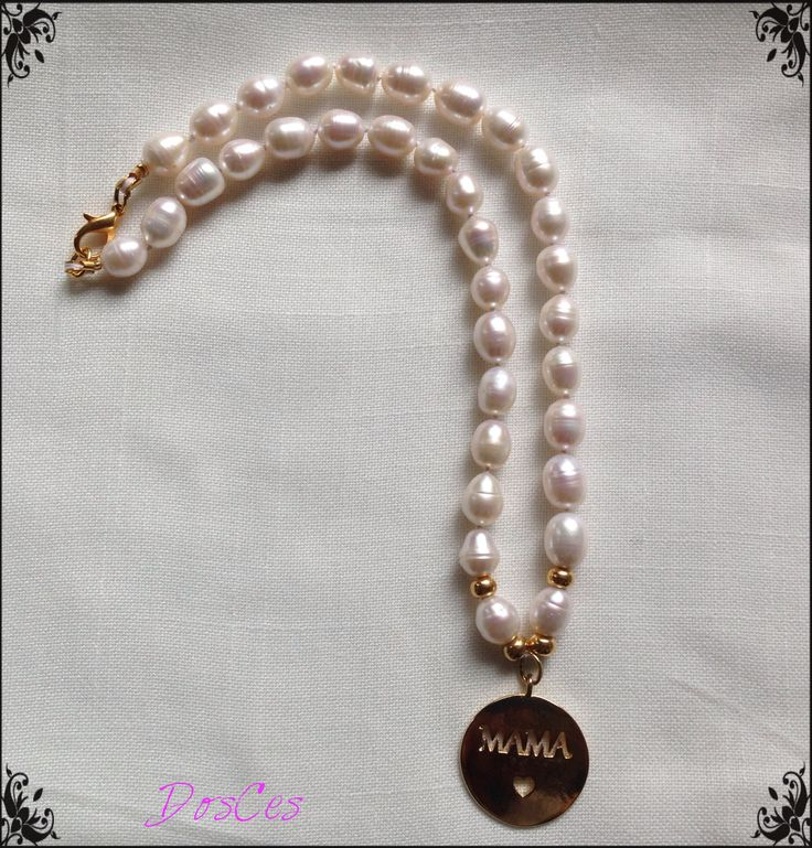Pearls necklace for moms