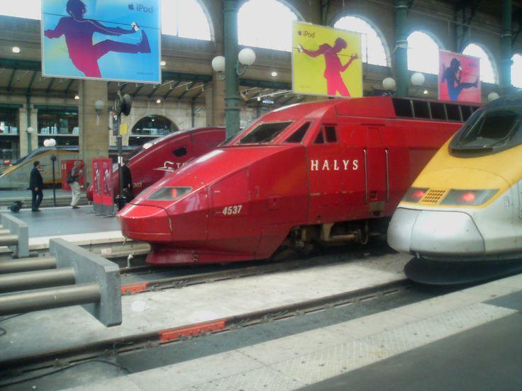 Bonjour Paris.. Kurang lebih 7 jam perjalan dari Den Haag-Paris akhirnya sampai juga.