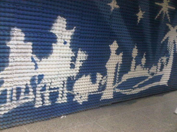 Mural sobre cartones de huevo