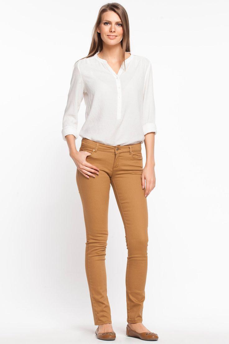 Skinny dar paçası ile üzerinizde fit bir görünüm sağlayacak, şık ve rahat DeFacto bayan pantolon.
