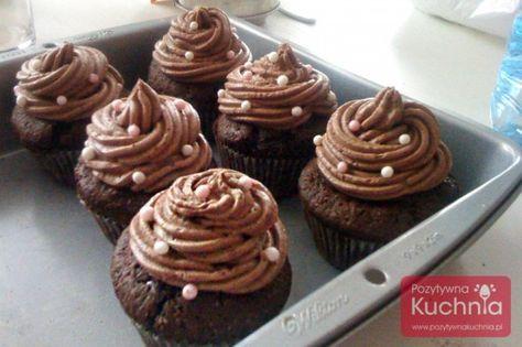 Prosty krem czekoladowy do tortów, ciast i babeczek.  http://pozytywnakuchnia.pl/krem-czekoladowy/  #czekolada #babeczki #cupcakes #przepis #kuchnia