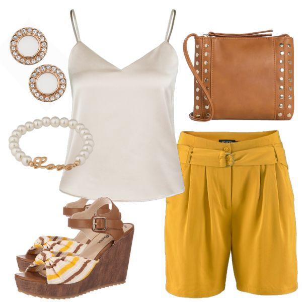 Sommer-Outfits: Sommerspass bei FrauenOutfits.de ____ Senfgelb ist zwar eine außergewöhnliche Farbe, dennoch beweist sie diese Saision Modegeschmack! Richtig kombiniert mit dezenten Tönen wirkt der Look edgy und modern. Die schönen Sandaletten mit Keilabsatz sorgen für einen Hingucker. #fashion #mode #damenmode #frauenmode #sommeroutfit