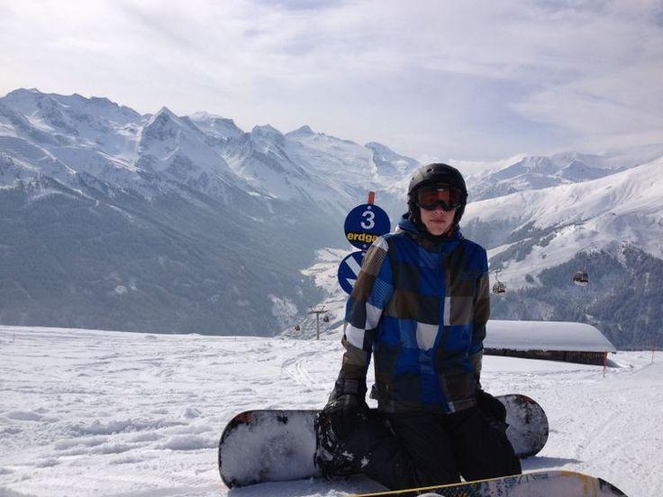 Een grote hobby van mij is snowboarden. Ik ga elk jaar met mijn ouders en mijn zusje naar Oostenrijk om daar te gaan snowboarden/skiën.