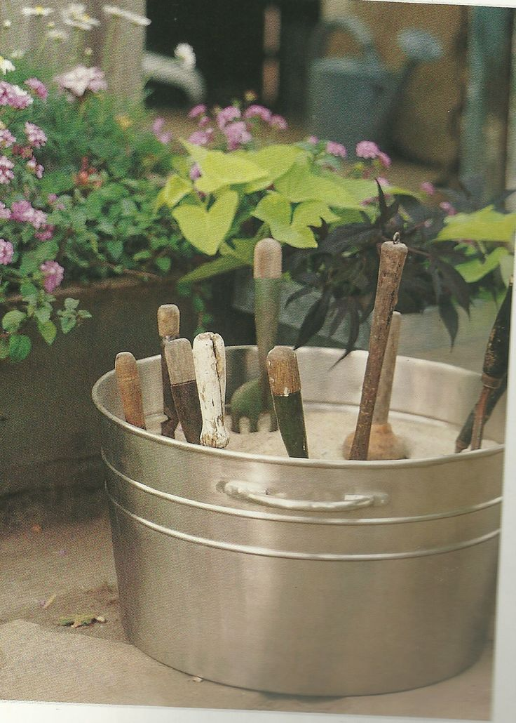 Keep a bucket filled with sand + a little oil mixed in for sharp, rust free tool storage. | The Micro Gardener