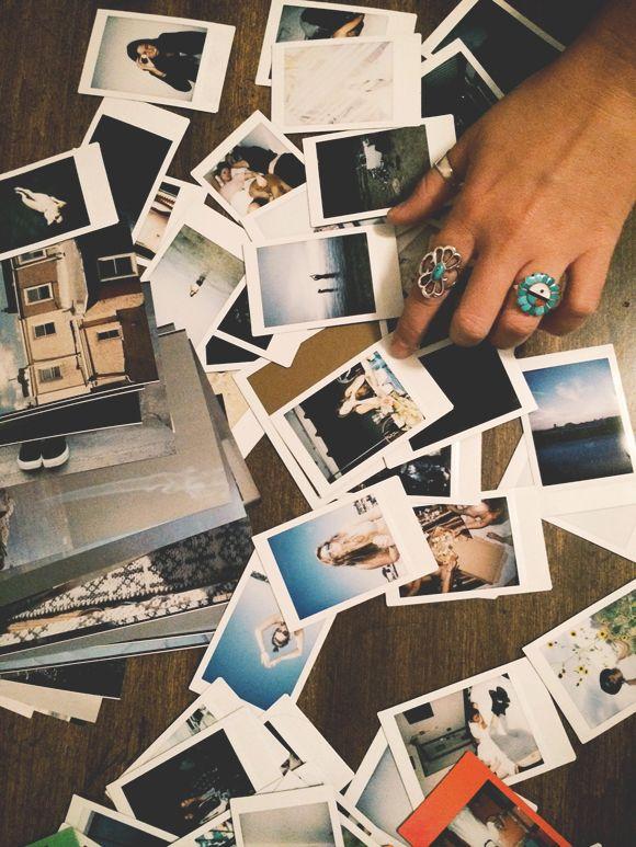 Weekend Do: Start A Photo Wall   Free People Blog #freepeople un mur de photos? Pourquoi pas?