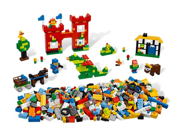 Build, play and inspire with this great LEGO starter set!
