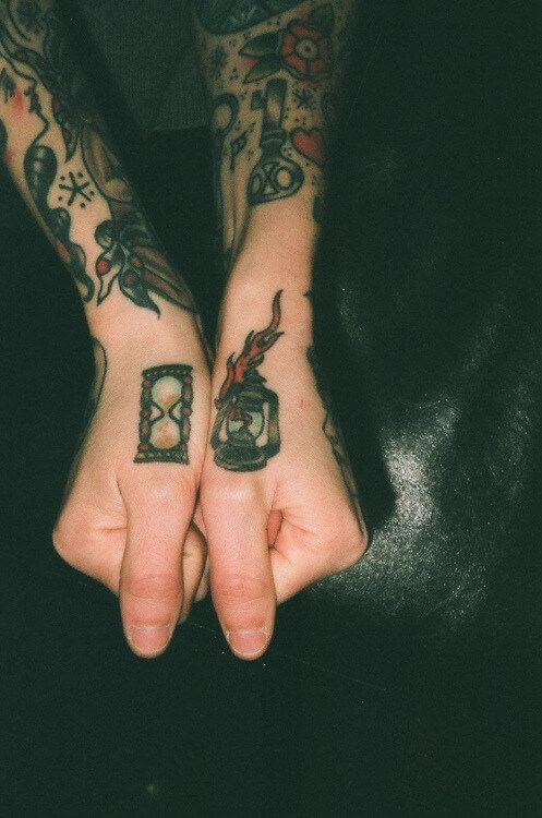 Small Traditional Tattoos: 40+ Great Old School Tattoo Ideas