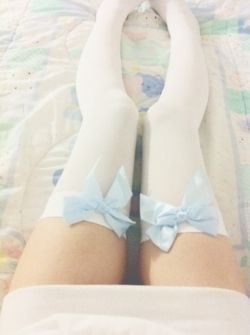 Knee high socks are just adorable! (´∀`)♡