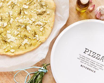 Pizza met feta, rozemarijn en knoflook - Riverdale