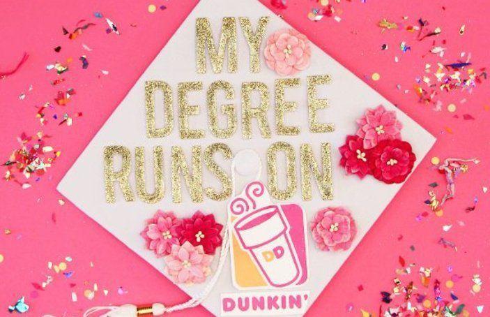 Dunkin Donuts tippt auf den Influencer um die Abschlusskappe zu dekorieren    Graduation diy decorations